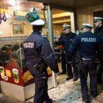 Contrôle de police dans un café maghrébin à Cologne. D. R.