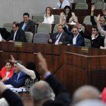 Les lois ont été votées par des députés dans un hémicycle à moitié vide. New Press