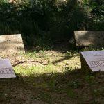 Sépultures des moines de Tibhirine assassinés par le GIA en 1996. D. R.