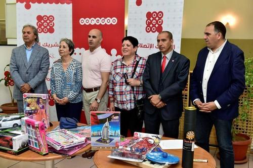 Les ambassadeurs d'Ooredoo et la présidente du CRA lors de leur visite. D. R.