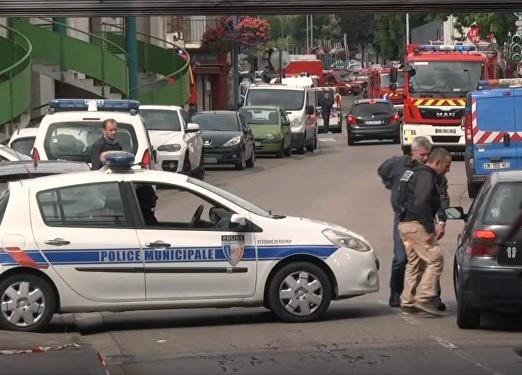 La police déployée à Saint-Etienne-de-Rouvray. D. R.