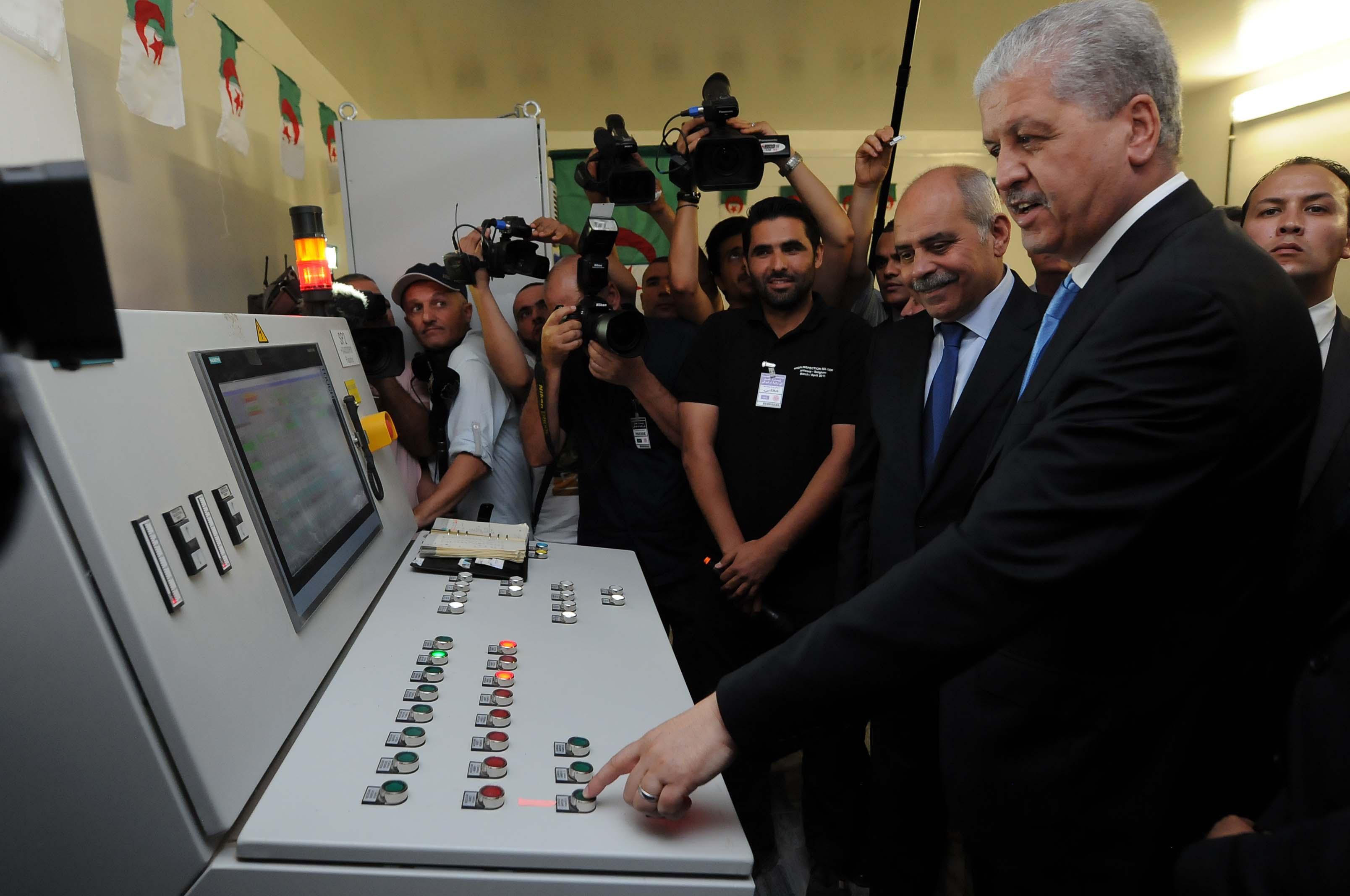 Sellal lors de sa visite aujourd'hui à Oum El-Bouaghi. New Press
