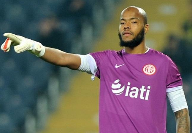 Antalyaspor a montré la porte de sortie à M'bolhi. D. R.