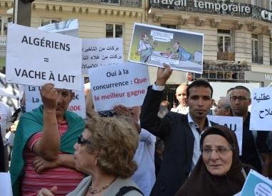 Un précédent rassemblement de l'ALCAEE à Paris, contre la cherté des billets d'avion. D. R.