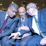 Bensalah et Ould Khelifa avec le secrétaire général du FLN, parti majoritaire au Parlement. New Press