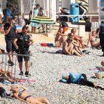 La femme dormait tranquillement sur la plage quand les policiers l'ont interpellée. D. R.