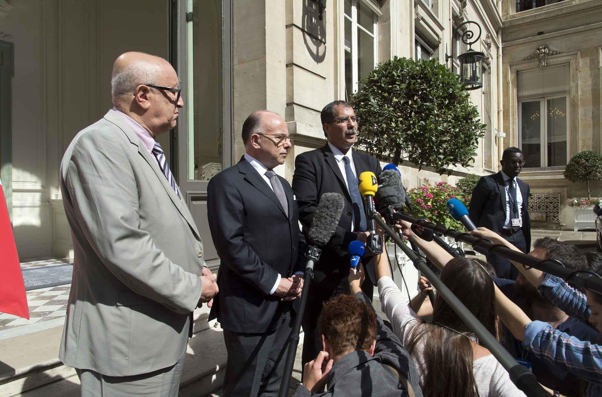 Zekri, Cazeneuve et Kbibech. L'islam suscite un débat passionné en France. D. R.