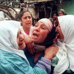 Des rescapées d'un massacre commis près d'Alger en janvier 1997. D. R.
