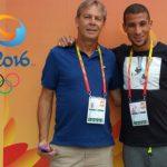 Makhloufi en compagnie de son entraîneur à Rio. D. R.
