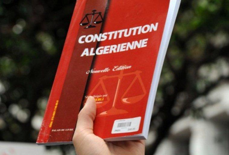 La Constitution amendée en février 2016 est disponible en version amazighe. D. R.
