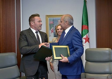 Arnold Schwarzenegger reçu par Abdelkader Ouali. D. R.