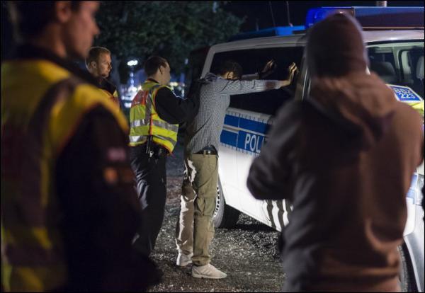 Un migrant contrôlé par la police allemande. D. R.
