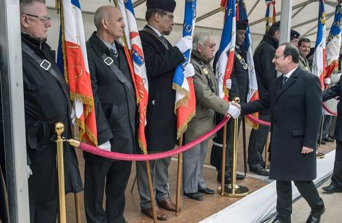 Hollande lors de la cérémonie en hommage aux harkis. D. R.