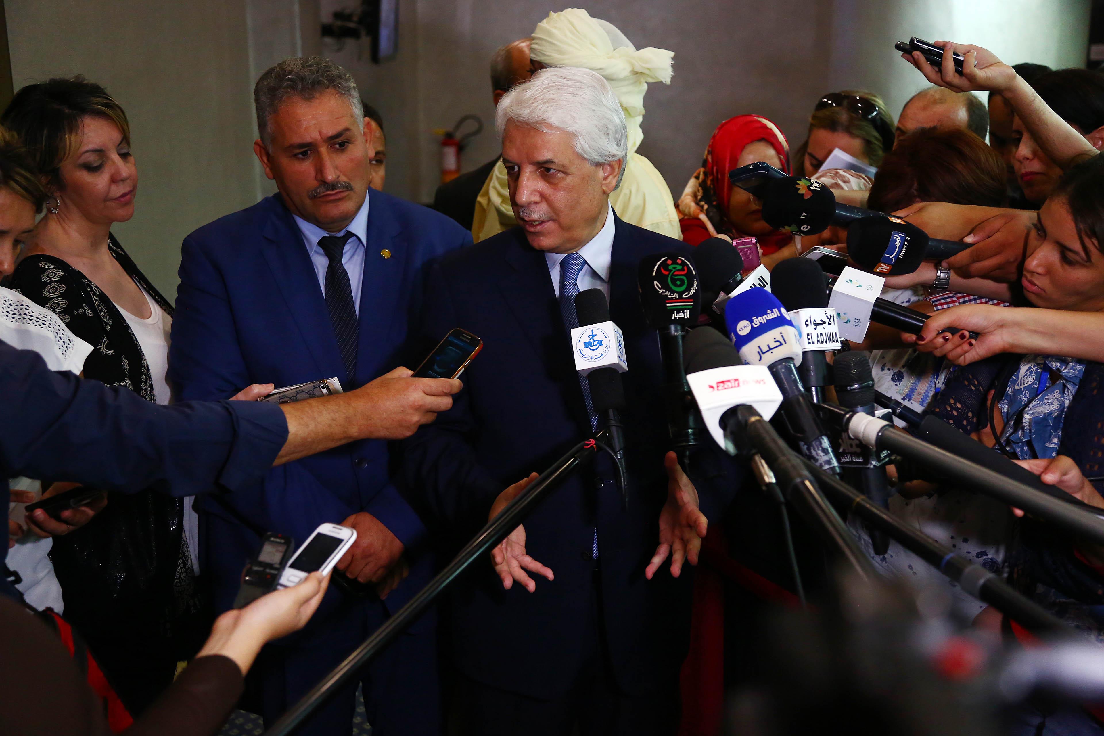 Le ministre de la Justice, Tayeb Louh, répondant aux questions des journalistes, aujourd'hui, au siège de l'APN. New Press