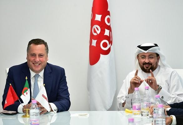 Hendrik Kasteel et Waleed Mohamed Al-Sayed au siège d'Ooredoo-Algérie. D. R.