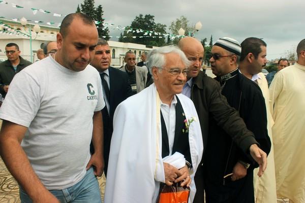 Chakib Khelil lors d'une de ses nombreuses visites aux zaouïas. New Press
