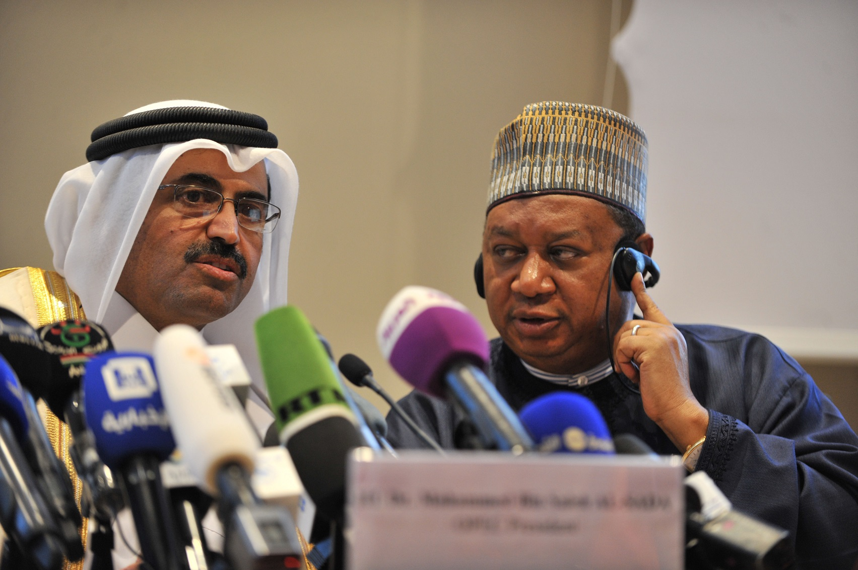 Le président (à gauche) et le secrétaire général de l'Opep à Alger. New Press