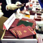 Des faux passeports de différentes nationalités. D. R.