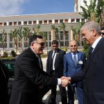 Faïz Serradj, accueilli au Palais du gouvernement par Abdlmalek Sellal. New Press