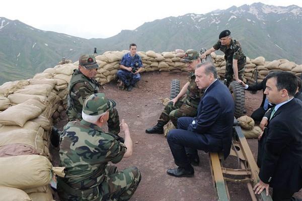Erdogan visite un poste avancé de l'armée turque face à la Syrie. D. R.