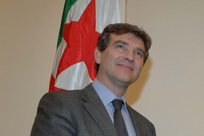 Arnaud Montebourg à Alger en 2012. New Press