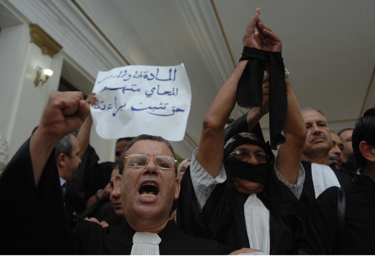 Manifestation des avocats à Alger en juin 2011. Le bras de fer continue. New Press