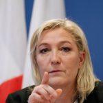 «J'arrive !», semble dire Marine Le Pen. D. R.