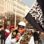Un extrémiste manifeste son soutien à Daech en toute liberté en Allemagne. D. R.