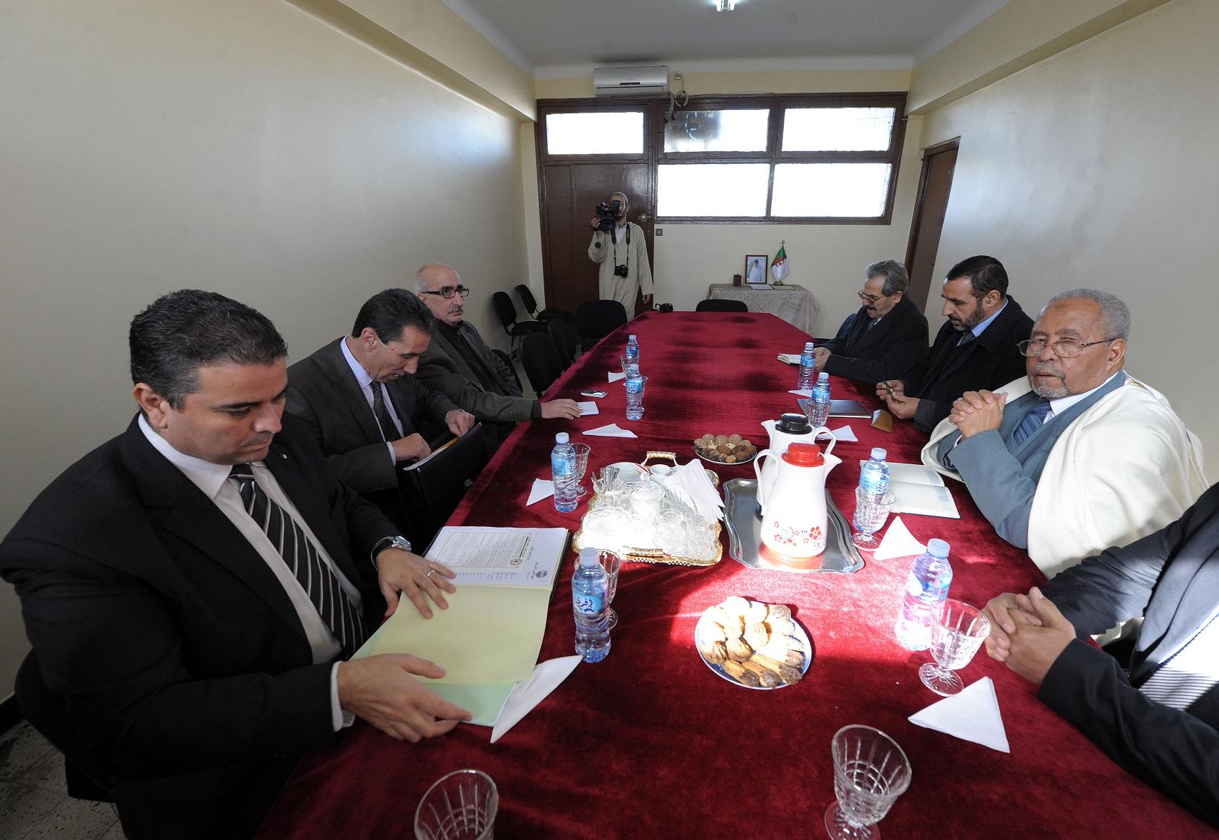 Youcef Betatache (à gauche) avec Mohamed Nebbou et Rachid Halet. New Press