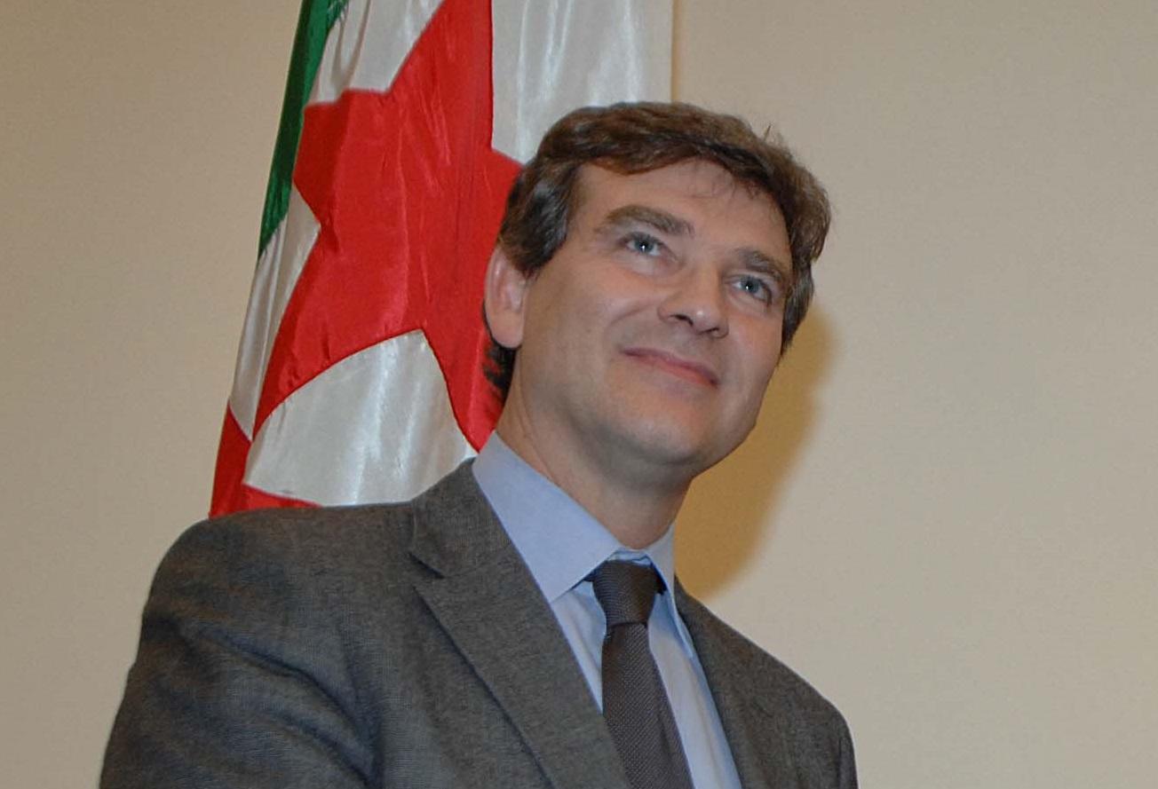 Arnaud Montebourg à Alger en 2012. New Press