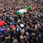 Des milliers de citoyens ont accompagné le maître à sa dernière demeure. New Press