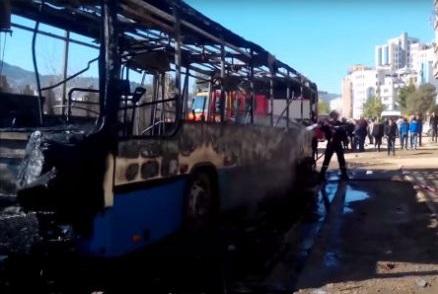 Un bus de transport public incendié. D. R.