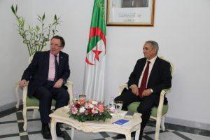 Le représentant de l'ambassade du Royaume-Uni à Alger reçu au siège du FLN. D. R.