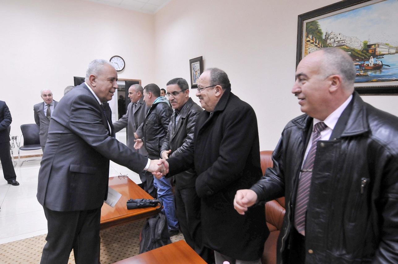 Mohamed El-Ghazi, ministre du Travail, saluant les partenaires sociaux. New Press