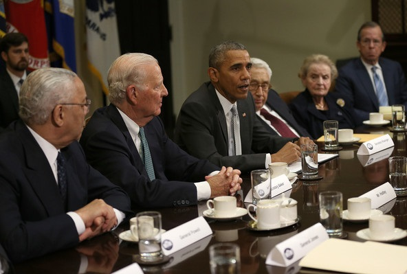 Obama et les va-t-en-guerre Kissinger, Powell, Albright et Baker. D. R.