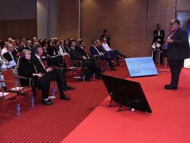 Lors de la conférence organisée par le groupe au Centre international des congrès à Alger. D. R.