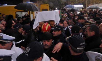 Foule nombreuse à l'enterrement de Bekhti Belaïb à Chéraga