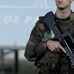 Le terroriste a voulu subtiliser l'arme d'un militaire en faction à Orly. D. R.