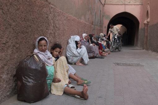 Des familles marocaines mendient dans la partie cachée de Marrakech. D. R.