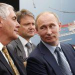 Rex Tillerson avec Valdmiri Poutine. D. R.