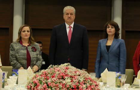 Le Premier ministre préside la cérémonie en l'honneur des femmes. New Press