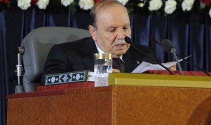 Bouteflika appelle les Algériens à faire des sacrifices comme leurs aïeux