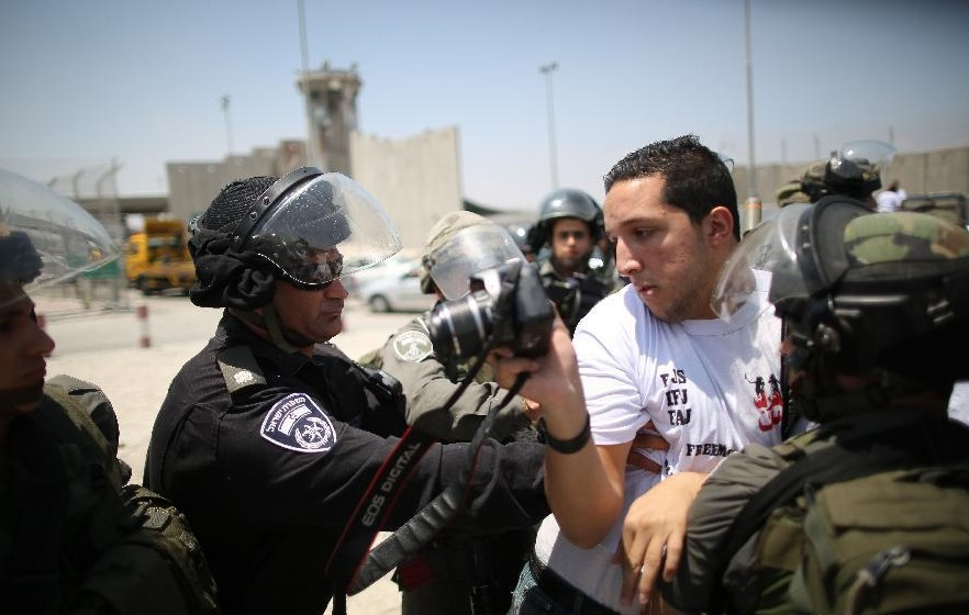 Un journaliste palestinien agressé par des policiers et des soldats israéliens. D. R.