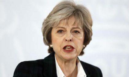 Theresa May signe la lettre du Brexit