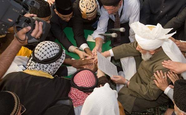 Des membres de la secte Ahmadiyya. D. R.
