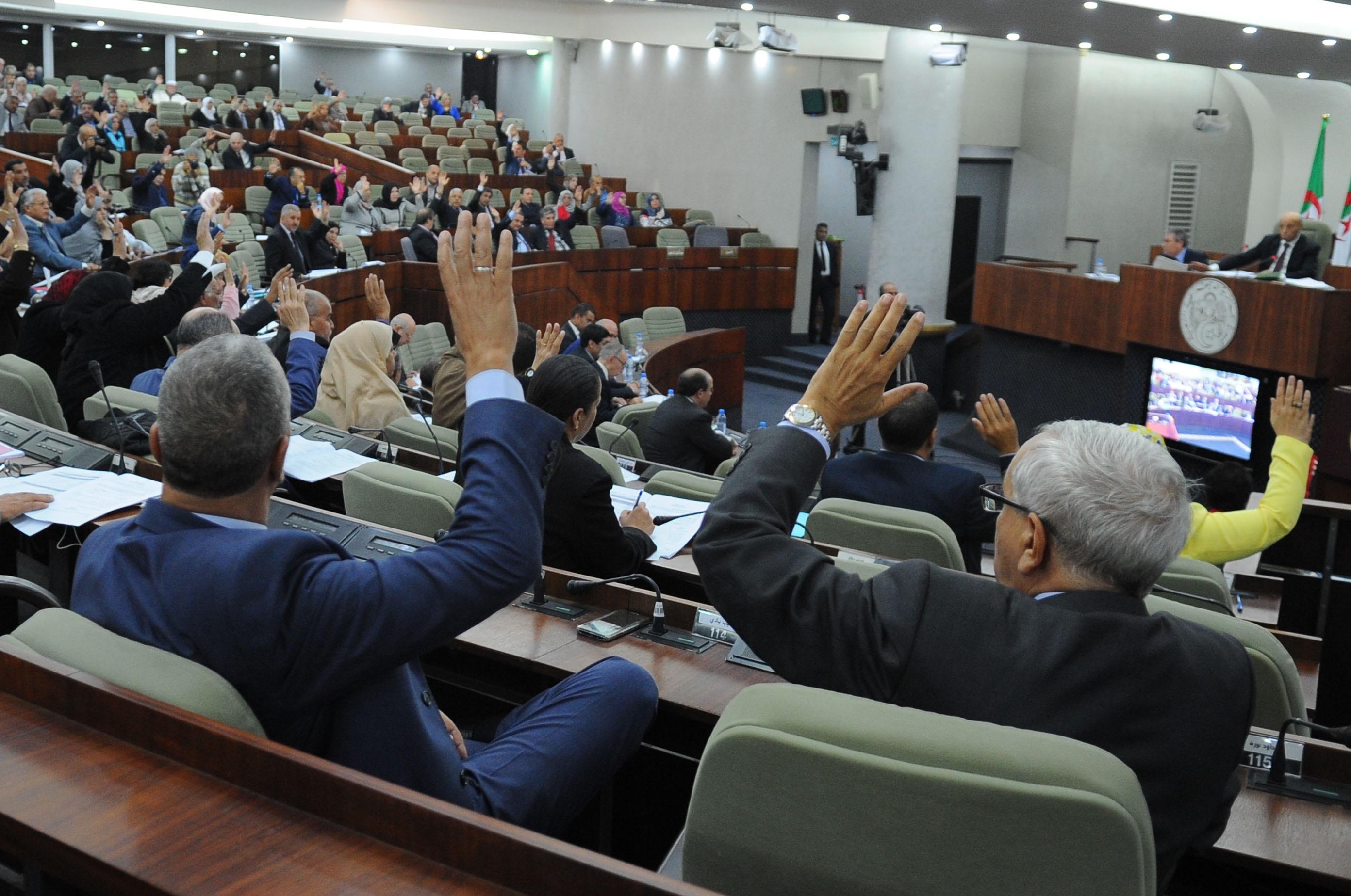 Bouteflika veut une majorité parlementaire acquise. New Press