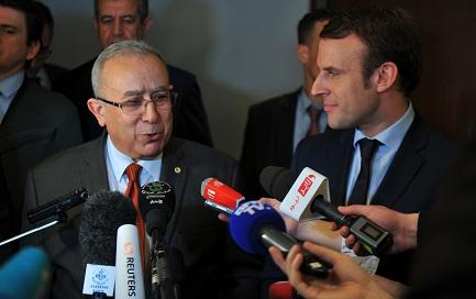 Lamamra en compagnie d'Emmanuel Macron lors de sa visite à Alger le 13 février. New Press