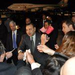 Mohammed VI au milieu de ses sujets à son arrivée à Washington. D. R.