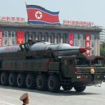 L'armée nord-coréenne exhibe un missile à ogive nucléaire lors d'un défilé militaire. D. R.