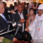 Le Premier ministre au cours de sa visite dans la wilaya de Tamanrasset. New Press